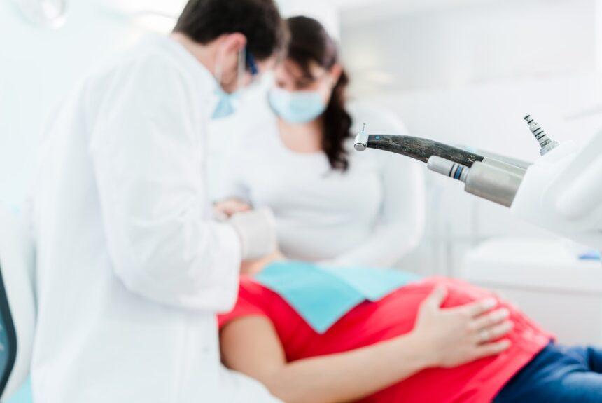 На каком сроке беременности можно лечить зубы